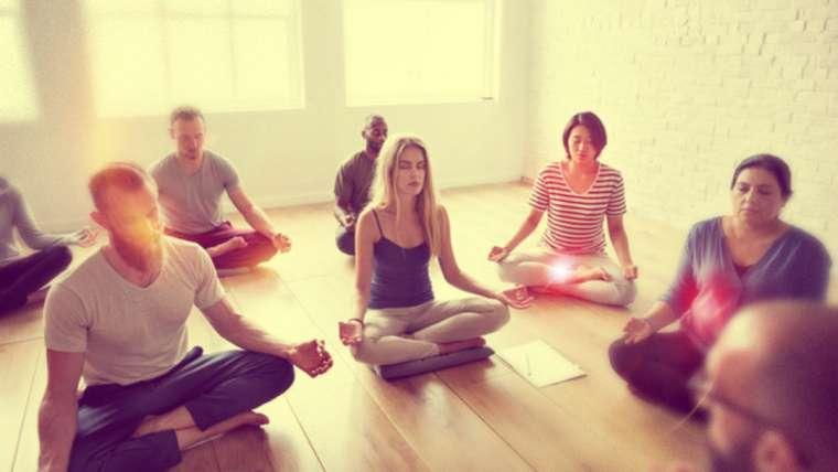 Los beneficios de meditar en grupo: 6 razones para empezar