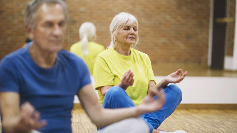 Yoga suave en sillas