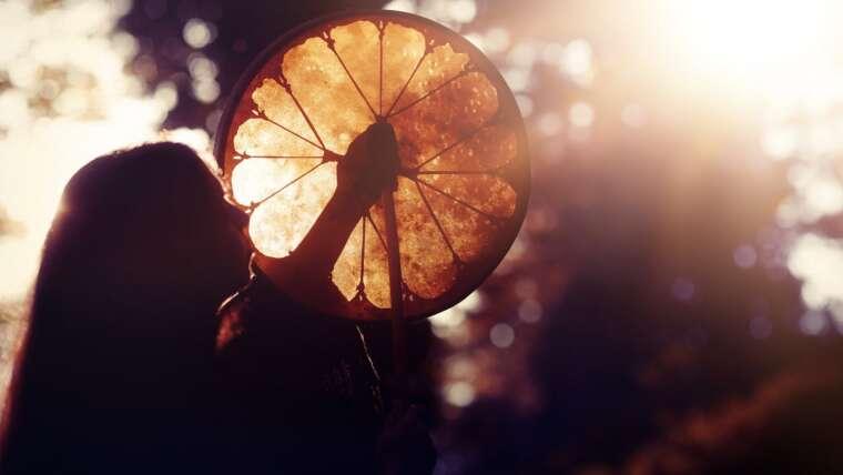 Charla gratuita online sobre el viaje chamánico sonoro: la meditación con tambor